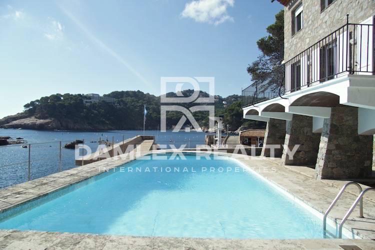 Maison / Villa avec 9 chambres, terrain 900m2, a vendre á Begur, Costa Brava