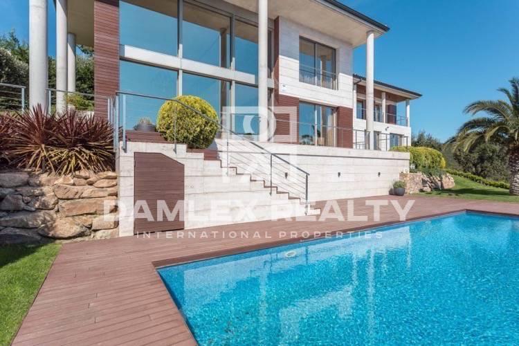"""Maison / Villa avec 4 chambres, terrain 1957m2, a vendre á Platja d""""Aro, Costa Brava"""