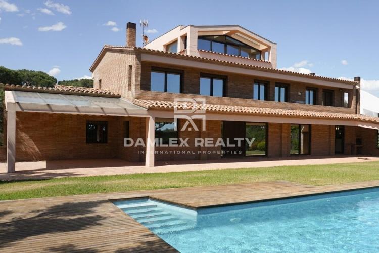 Maison / Villa avec 7 chambres, terrain 1700m2, a vendre á Gava Mar / Castelldefels, Côte sud de Barcelone