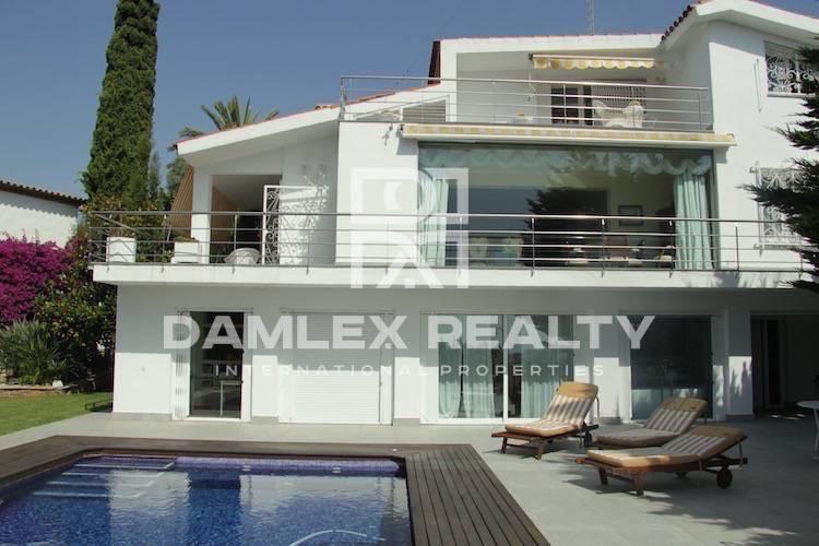 Maison / Villa avec 5 chambres, terrain 2000m2, a vendre á Sitges, Côte sud de Barcelone