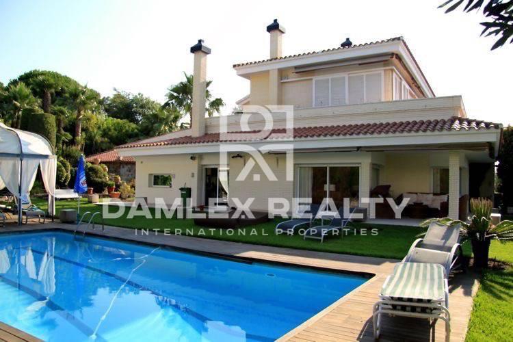 Maison / Villa avec 4 chambres, terrain m2, a vendre á Alella, Côte Nord de Barcelone