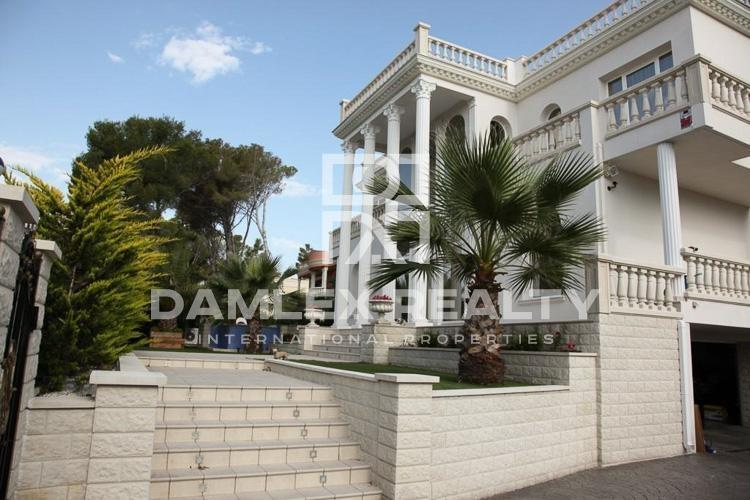 Maison / Villa avec 4 chambres, terrain 850m2, a vendre á Calonge, Costa Brava
