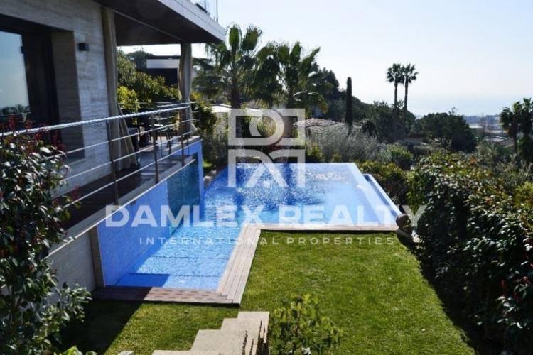 Maison / Villa avec 7 chambres, terrain 1200m2, a vendre á Premia de Dalt, Côte Nord de Barcelone