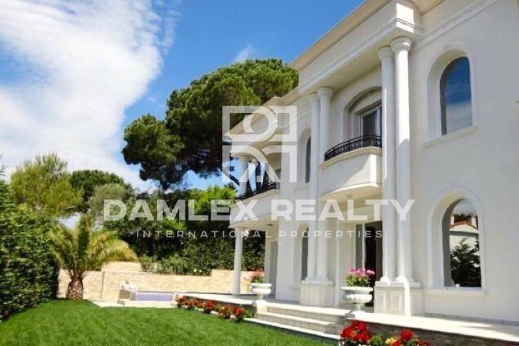 """Maison / Villa avec 5 chambres, terrain 900m2, a vendre á Platja d""""Aro, Costa Brava"""