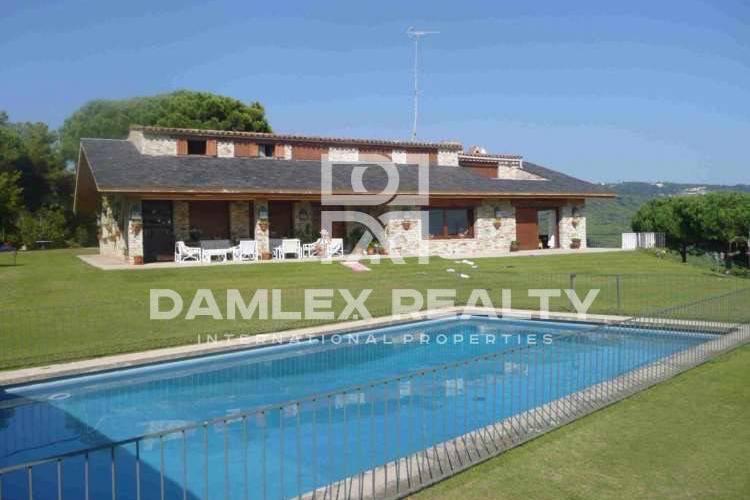 Maison / Villa avec 6 chambres, terrain 7800m2, a vendre á Sant Andreu de Llavaneres, Côte Nord de Barcelone