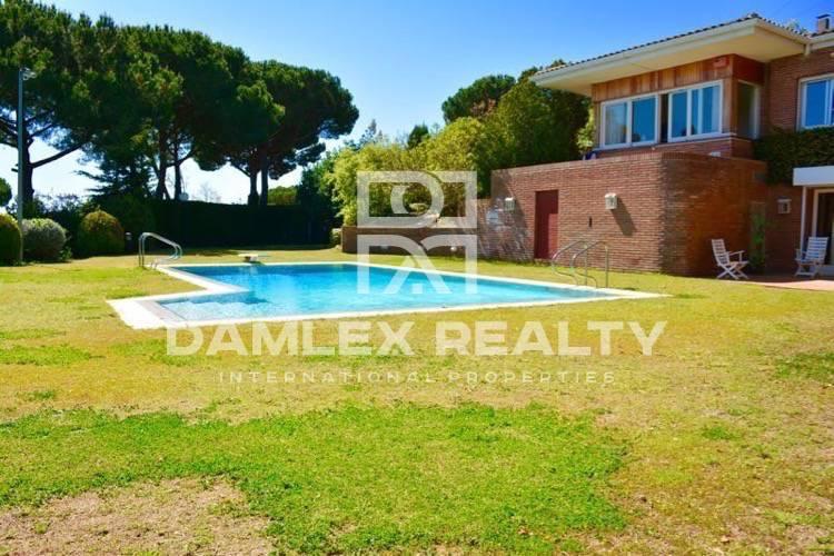 Maison / Villa avec 6 chambres, terrain 4000m2, a vendre á Cabrils, Côte Nord de Barcelone