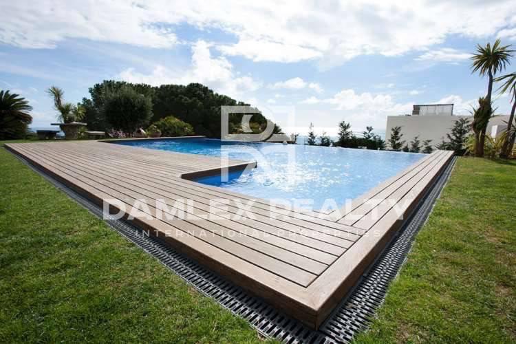 Maison / Villa avec 6 chambres, terrain 2090m2, a vendre á San Vicente de Montalt, Côte Nord de Barcelone