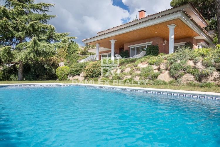Maison / Villa avec 5 chambres, terrain 933m2, a vendre á Cabrils, Côte Nord de Barcelone