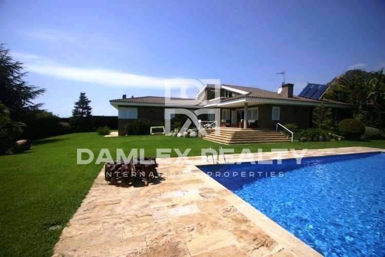 Maison / Villa avec 4 chambres, terrain 1707m2, a vendre á Cabrils, Côte Nord de Barcelone