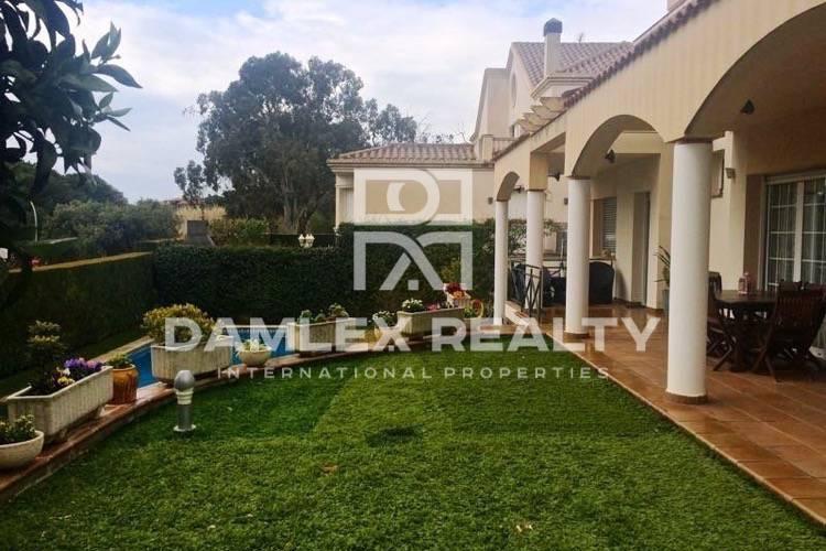 Maison / Villa avec 4 chambres, terrain 650m2, a vendre á Vilassar de Dalt, Côte Nord de Barcelone