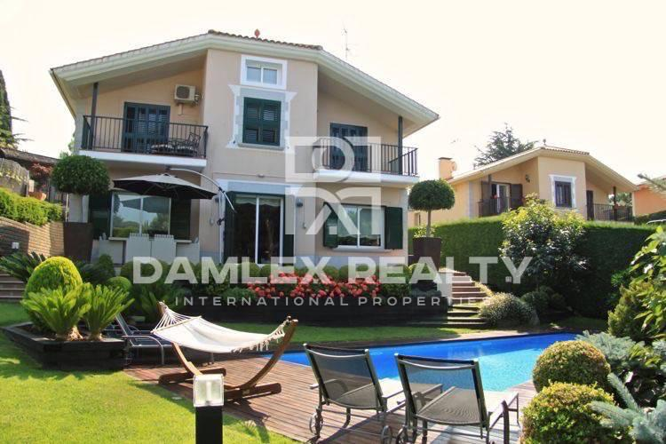 Maison / Villa avec 5 chambres, terrain 880m2, a vendre á San Vicente de Montalt, Côte Nord de Barcelone