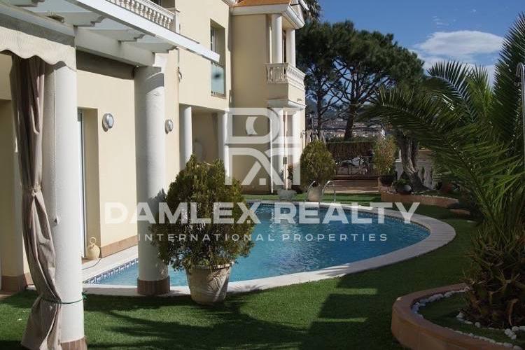 Maison / Villa avec 5 chambres, terrain 600m2, a vendre á Premia de Dalt, Côte Nord de Barcelone