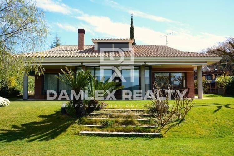 Maison / Villa avec 4 chambres, terrain 1250m2, a vendre á Cabrils, Côte Nord de Barcelone