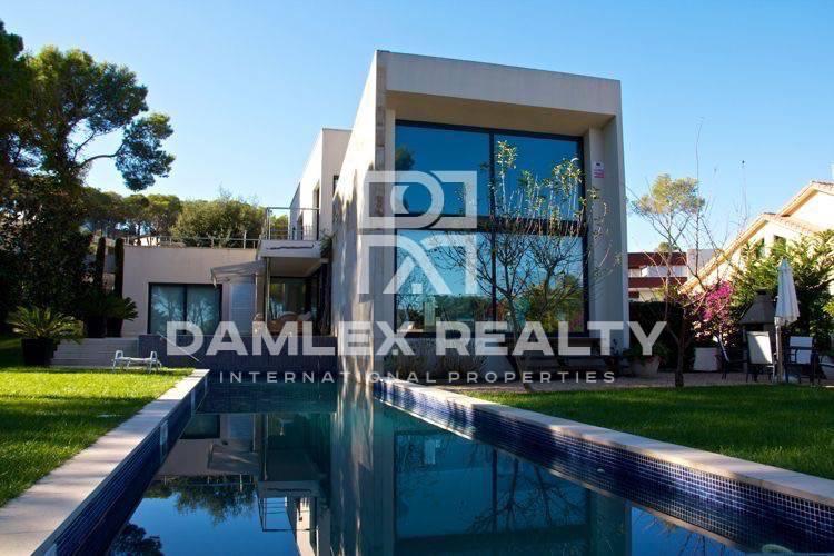 Maison / Villa avec 4 chambres, terrain 1000m2, a vendre á Calonge, Costa Brava