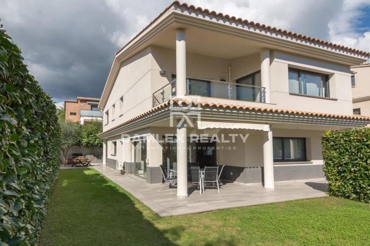 Maison / Villa avec 4 chambres, terrain 420m2, a vendre á Vilassar de Dalt, Côte Nord de Barcelone
