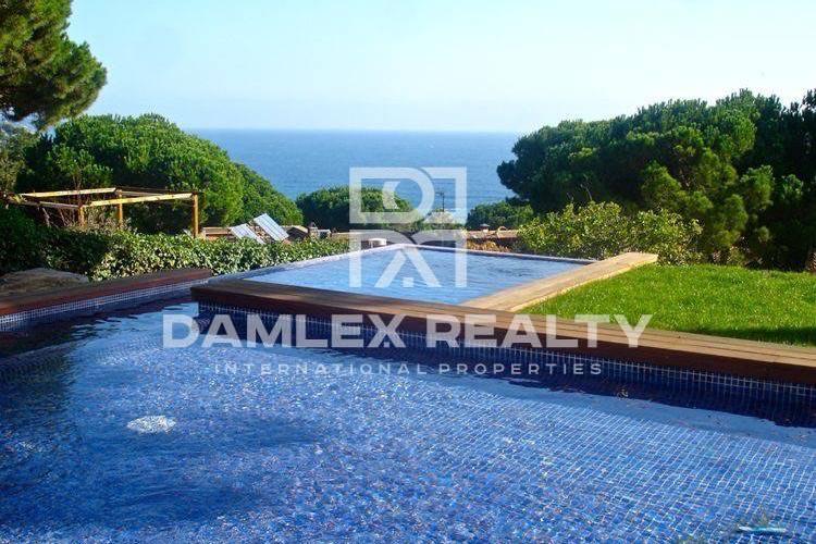 Maison / Villa avec 4 chambres, terrain 939m2, a vendre á Blanes, Costa Brava