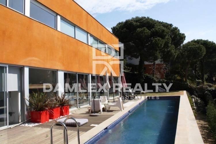 Maison / Villa avec 3 chambres, terrain 833m2, a vendre á Cabrils, Côte Nord de Barcelone