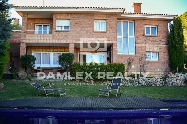 Maison / Villa avec 4 chambres, terrain 800m2, a vendre á San Vicente de Montalt, Côte Nord de Barcelone