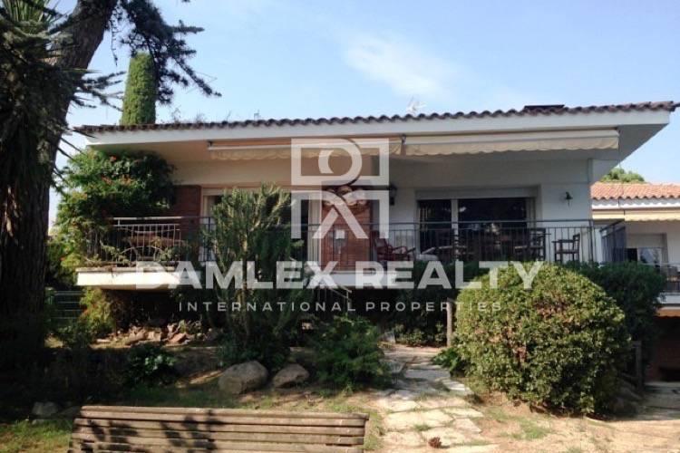 Maison / Villa avec 7 chambres, terrain 2300m2, a vendre á Arenys de Munt, Côte Nord de Barcelone