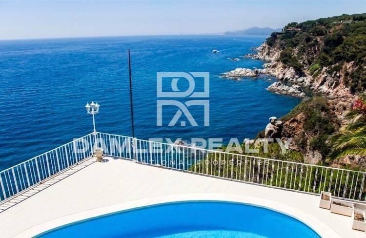 Maison / Villa avec 5 chambres, terrain 1560m2, a vendre á Lloret de Mar, Costa Brava