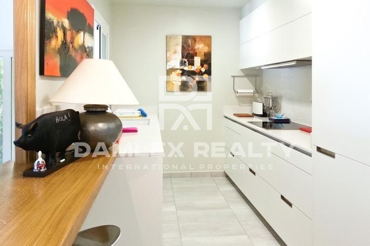 Maison / Villa avec 4 chambres, terrain 900m2, a vendre á Blanes, Costa Brava