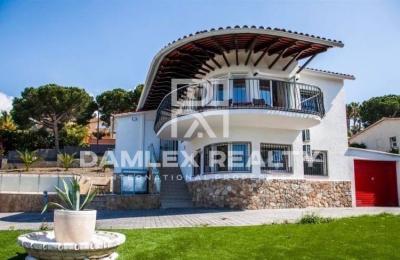 Maison / Villa avec 4 chambres, terrain 1041m2, a vendre á Lloret de Mar, Costa Brava