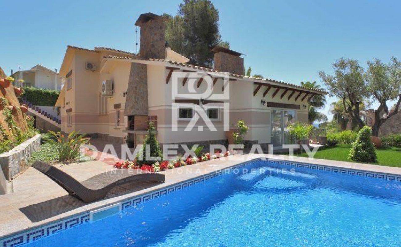 Maison / Villa avec 4 chambres, terrain 930m2, a vendre á Blanes, Costa Brava