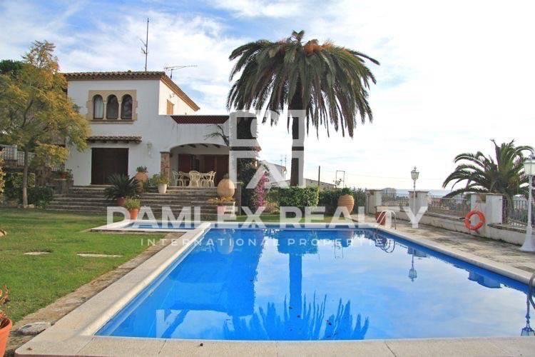 """Maison / Villa avec 5 chambres, terrain 2000m2, a vendre á Platja d""""Aro, Costa Brava"""