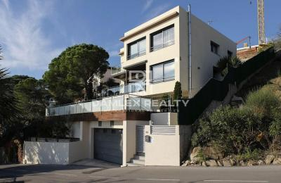 Villa moderne avec vue mer panoramique et plage accessible à pied