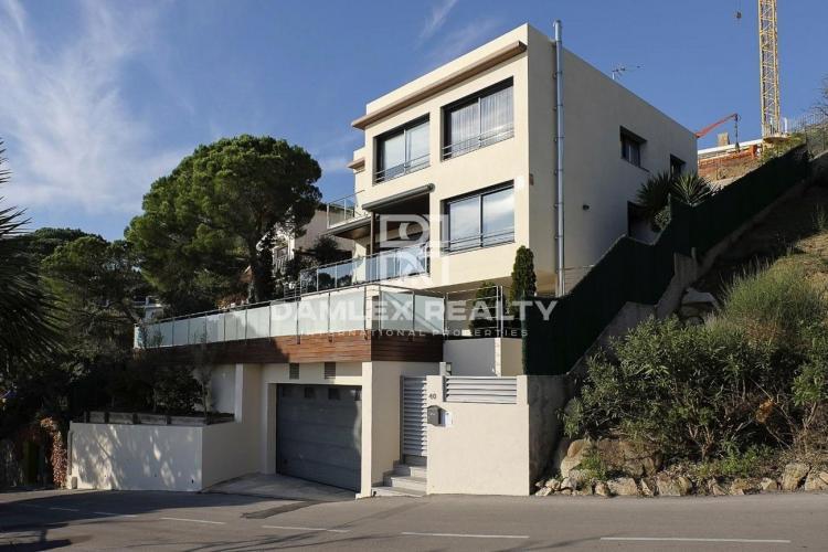 Maison / Villa avec 4 chambres, terrain 700m2, a vendre á Lloret de Mar, Costa Brava