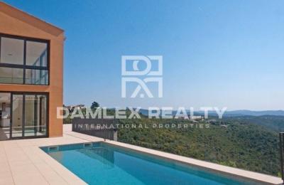 """Maison / Villa avec 5 chambres, terrain 2800m2, a vendre á Platja d""""Aro, Costa Brava"""