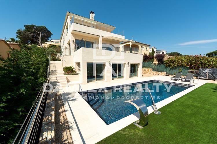 Maison / Villa avec 6 chambres, terrain 974m2, a vendre á Calonge, Costa Brava