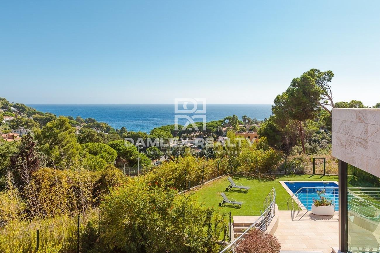 Villa moderne dans l`urbanisation Cala Sant Francesc