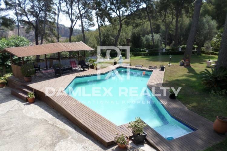 Maison / Villa avec 6 chambres, terrain 2000m2, a vendre á Castelldefels , Côte sud de Barcelone