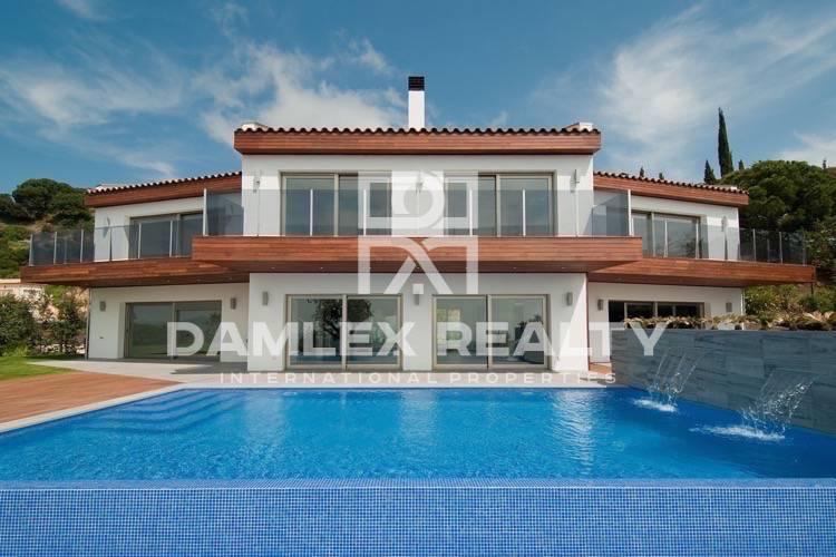 """Maison / Villa avec 5 chambres, terrain 1900m2, a vendre á Platja d""""Aro, Costa Brava"""