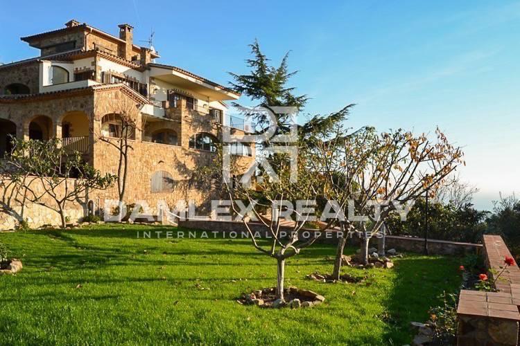 """Maison / Villa avec 7 chambres, terrain 2226m2, a vendre á Platja d""""Aro, Costa Brava"""