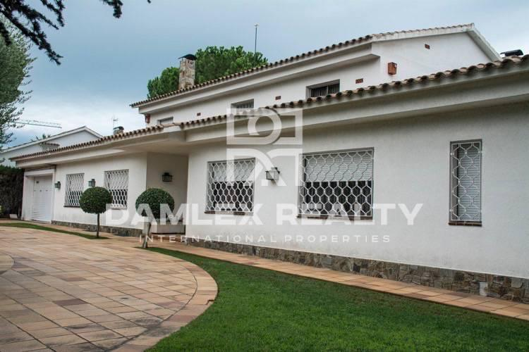 Maison / Villa avec 5 chambres, terrain 1577m2, a vendre á Alella / El Masnou / Teia, Côte Nord de Barcelone