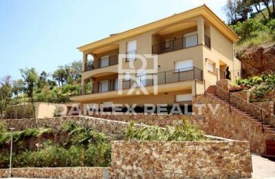 """Maison / Villa avec 4 chambres, terrain 1760m2, a vendre á Platja d""""Aro, Costa Brava"""