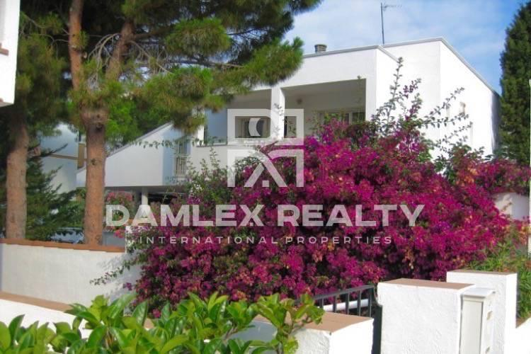 Maison / Villa avec 7 chambres, terrain 1113m2, a vendre á Autres zones, Costa Brava
