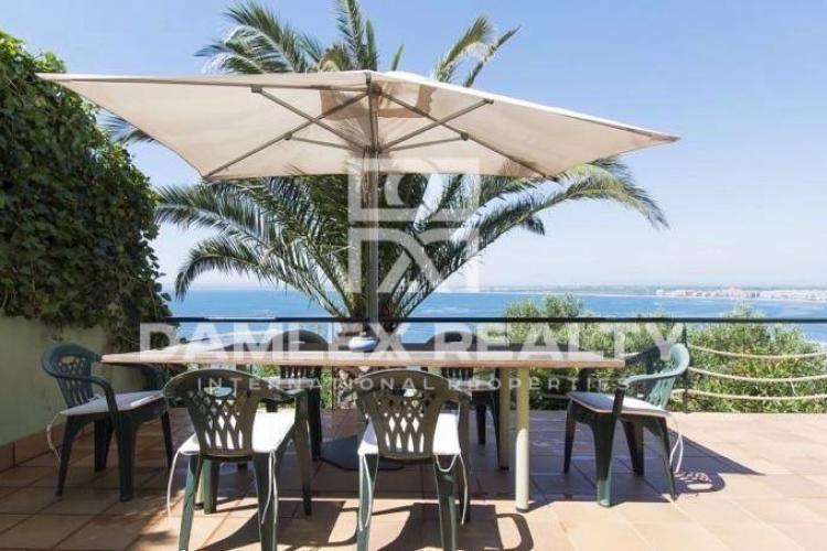 Maison / Villa avec 5 chambres, terrain 850m2, a vendre á Autres zones, Costa Brava