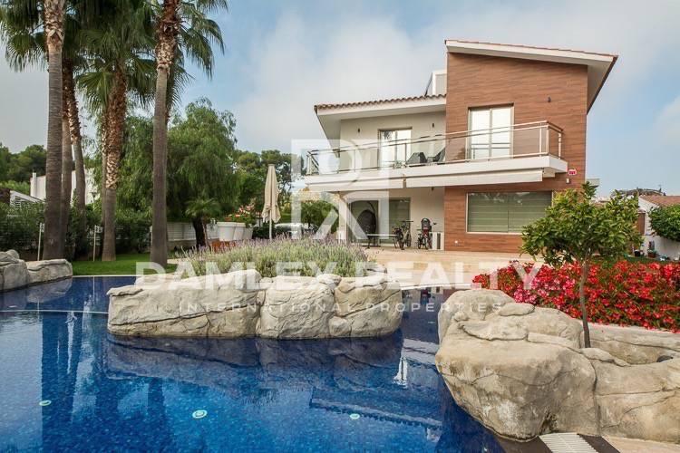 Maison / Villa avec 5 chambres, terrain 1100m2, a vendre á Sitges, Côte sud de Barcelone