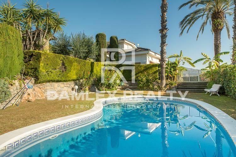 Maison / Villa avec 5 chambres, terrain 1500m2, a vendre á Alella, Côte Nord de Barcelone