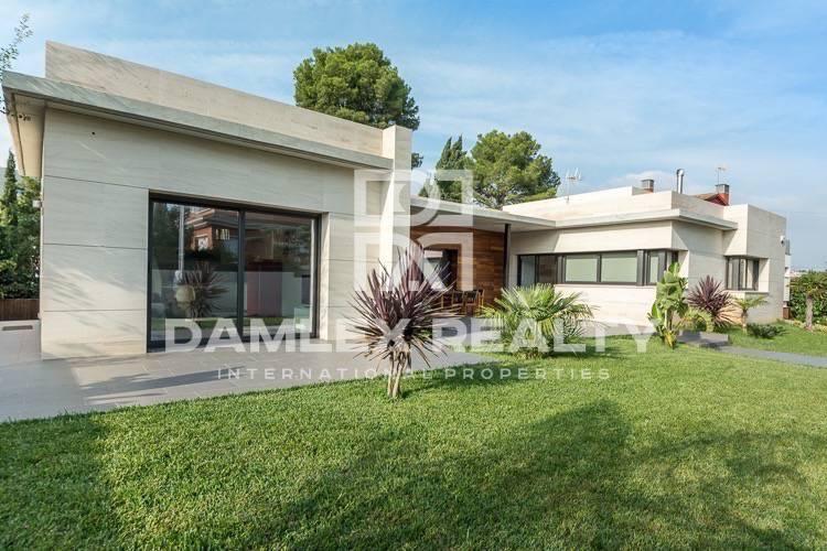 Maison / Villa avec 4 chambres, terrain 900m2, a vendre á Castelldefels , Côte sud de Barcelone