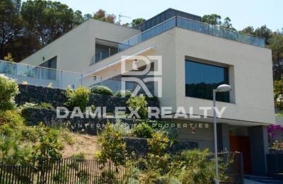 Maison / Villa avec 4 chambres, terrain 1300m2, a vendre á Blanes, Costa Brava