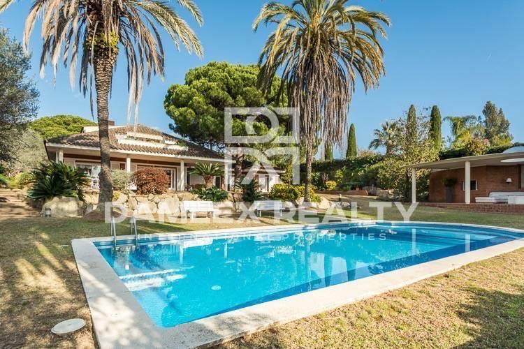 Maison / Villa avec 7 chambres, terrain 6000m2, a vendre á Sant Andreu de Llavaneres, Côte Nord de Barcelone