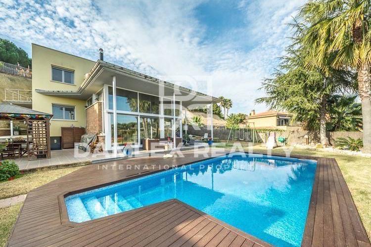 Maison / Villa avec 4 chambres, terrain 1600m2, a vendre á Sant Andreu de Llavaneres, Côte Nord de Barcelone