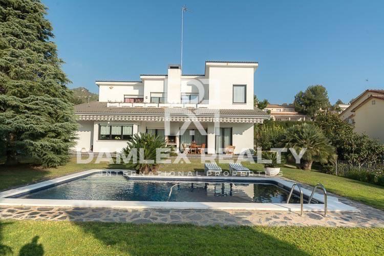 Maison / Villa avec 4 chambres, terrain 1125m2, a vendre á Gava, Côte sud de Barcelone