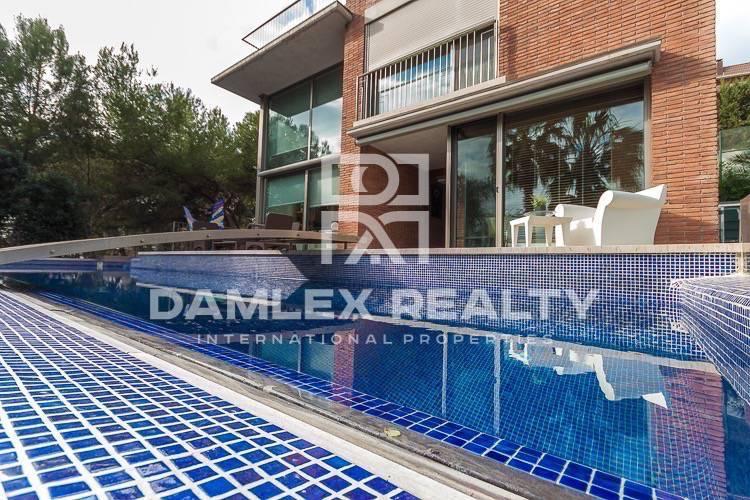 Maison / Villa avec 4 chambres, terrain 1109m2, a vendre á Castelldefels , Côte sud de Barcelone