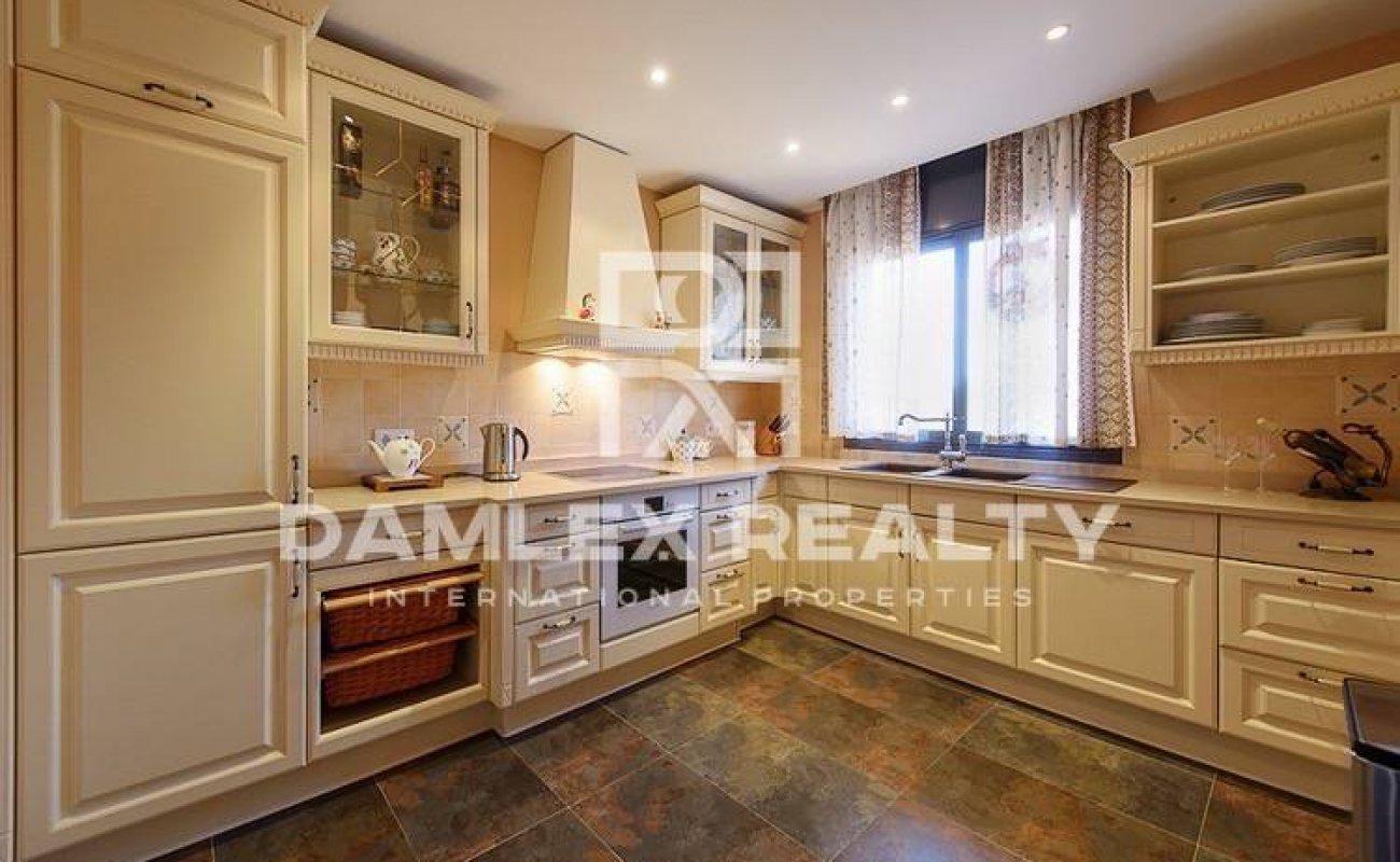 Maison / Villa avec 4 chambres, terrain 980m2, a vendre á Lloret de Mar, Costa Brava