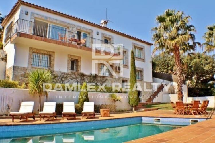 Maison / Villa avec 4 chambres, terrain 828m2, a vendre á Tamariu / Begur / Pals, Costa Brava